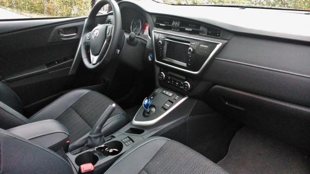 Toyota Auris hybridkombi 2014 (6)