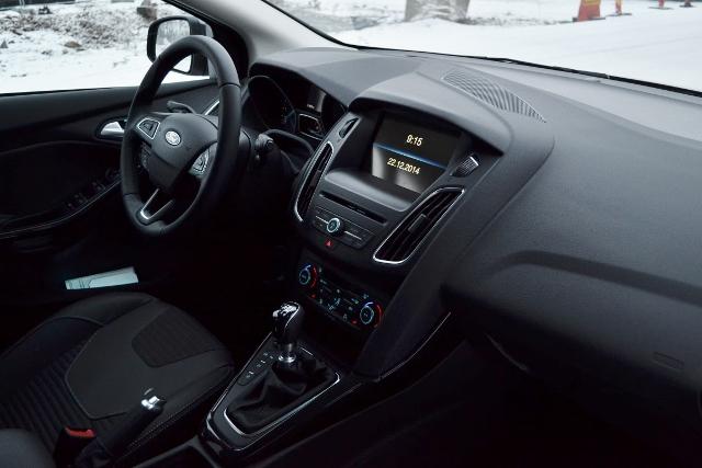 Ford Focus 2015 (28) (640x427)
