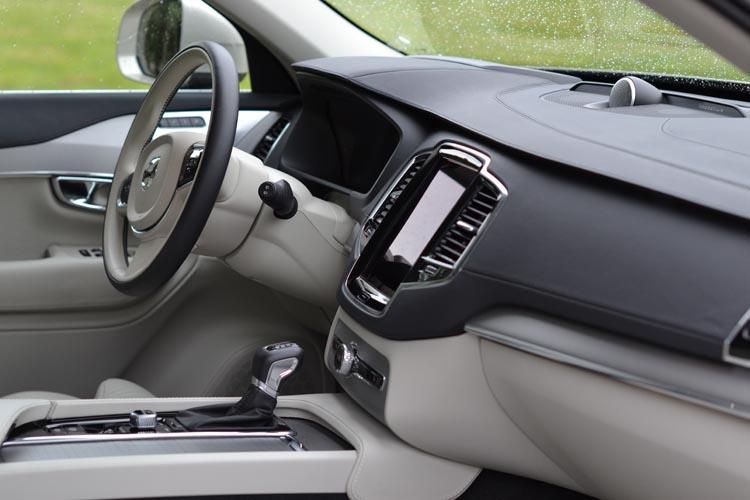 Volvo XC90 2015 (18) 750