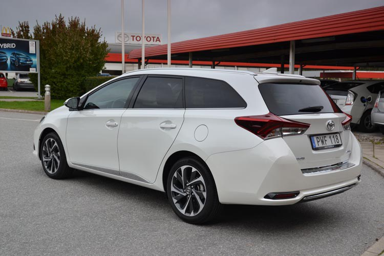 Toyota-Auris-2016
